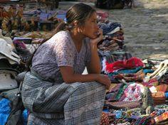 La venta de artesanía es una práctica habitual en Guatemala