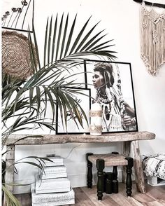 Chic macrame for a boho decor wall hanging Décor Chic Hippie, Décor Boho, Bohemian Decor, Mini Loft, Boho Dekor, Boho Chic Living Room, Bohemian Interior Design, Chic Bathrooms, New Home Designs