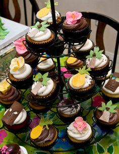 Hawaiian Luau Birthday Party by The Crimson Cake Aloha Party, Hawaiian Luau Party, Hawaiian Birthday, Hawaiian Theme, Luau Birthday, Tropical Party, Birthday Ideas, 10th Birthday, Hawaiian Cupcakes