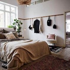7 Abundant Tricks: Minimalist Home Living Room White Bedrooms minimalist home decoration design.Minimalist Living Room Design All White vintage minimalist bedroom interior design.Minimalist Home Facade Interiors. Studio Apartment Organization, Cute Apartment, Small Apartment Decorating, Bedroom Apartment, Home Decor Bedroom, Apartment Ideas, Studio Decorating, Bedroom Wall, Diy Bedroom