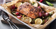 En saftig lax i en kryddig marinad, serveras med n. Chili, Seafood, Turkey, Lunch, Cheese, Meat, Ethnic Recipes, Sea Food, Chile