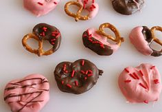 Cute Valentine's pretzles you can decorate with your kids or your classroom <3