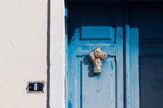Já se perguntou o significado das cruzes penduradas nas portas e batentes das casas mineiras? Conheça a Cruz de Nossa Senhora.