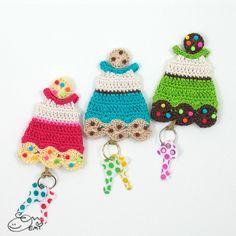 Cookie Dress Key Cozy crochet by Emi Kanesada (Enna Design) Crochet Gifts, Knit Crochet, Key Diy, Crochet Keychain, Make A Gift, Crochet Accessories, Craft Work, Crochet Patterns, Cozy