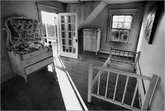 Grey Gardens: A small bedroom with a porch that has views of the ocean. Quinn had all of the furniture seen here restored, and it is still in use. Edie Bouvier Beale, Edie Beale, Edith Bouvier, Grey Gardens House, Gray Gardens, West End, Abandoned Places, Restoration, Home And Garden