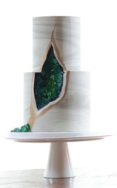 This is the coolest wedding cake! #emerald