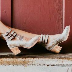 40472ff777d9 Casual Brass Buckle Low Heel Sandals Plus Size Back Zipper Sandals Vintage  Shoes
