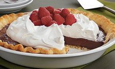 A decadent yet guilt-free chocolate filling is poured into a baked Pillsbury® refrigerated pie crust and topped with fat-free whipped topping. It& a great make-ahead dessert as it needs to chill at least 4 hours. Chocolate Fudge Pie, Chocolate Pie Recipes, Chocolate Shavings, Chocolate Chip Cookies, Chocolate Filling, Chocolate Desserts, Baking Chocolate, Chocolate Heaven, Chocolate Pudding