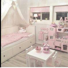 Nossa, adoreiiiiiii esse quarto com essa cozinha de sonho para as meninas brincarem. Regram  @___homedesign___      #festejarcomamor #maedemenina #paramamaes #paramaes #maternidade #filhos #paisefilhos #maeefilha #parameninas #inspiracaodequarto #arquitetura #decoraçãodeinteriores #quartoinfantil #quartodecriança #kids #kidsroom #kidsinteriors