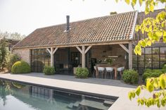 landelijke terrasoverkapping in hout   Houten bijgebouwen - klassieke houten bijgebouwen