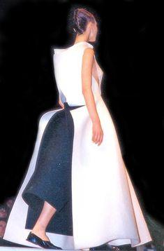 001f2892737 Yohji Yamamoto Fall Winter 1996 Ready-to-Wear Collection