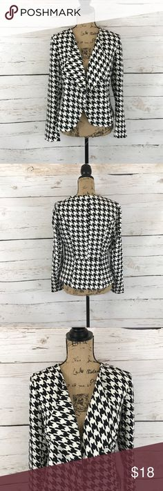 """Black & White Patterned Blazer // NWT Black and white patterned blazer. Flowy style front. There is no button closure but is still a form fitting style. Length is about 23"""". New with tags! Sugarlips Jackets & Coats Blazers"""