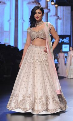 Shruti Haasan was the showstopper for designer Anushree Reddy at #LFW2016 show.