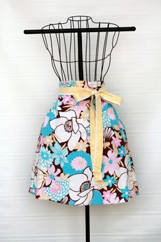 Gemini Vintage: Skirt to Apron Upcycle Tutorial