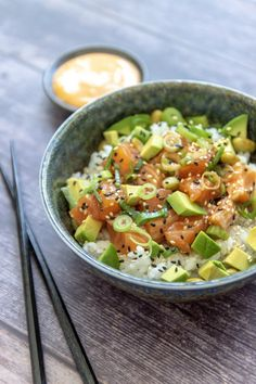 Poke bowl - Jenny Alvares Poke Bowl, Poke Sushi Bowl, Healthy Recepies, Healthy Food, Evening Meals, Asian Recipes, Food Inspiration, Foodies, Dinner Recipes