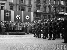 Hitler takes the parade of German troops in Prague Germany Ww2, The Third Reich, History Facts, Ww2 History, Foreign Policy, Documentary Photography, Vietnam War, World War Two, Troops