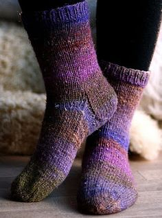 Englegarn: Sådan strikker du en strømpe Trin-for-trin Drops Design, Knitted Hats, Socks, Ravelry, Knitting, Crochet, Blog, Tutorials, Fashion