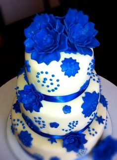 how to make flowers from icing for a wedding cake royal blue fondant flower cake cakes the o 15933