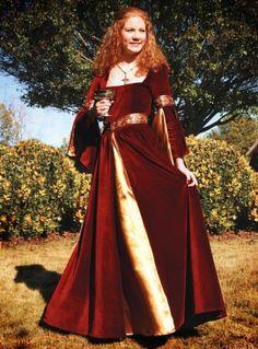 Idée plus travaillée : robe médiévale plus haut de gamme