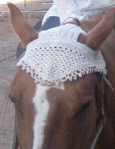 Goose - Horse Hat in Bomull-Lin, Size: One sizeYarn: 2 balls DROPS Bomull-Lin color no 03 linenCrochet hook size: G/6/4 mm - or the size needed to obtain correct crochet gauge.Crochet gauge: 19 sc in width x 11 rows = 4 x 4 (10 x 10 cm)Crochet info: First dc on every row is substituted by ch 3.This pattern is uses US crochet terms. ~ Garnstudio DROPS Store ~ NORDIC MART