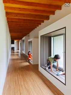 Built by HIBINOSEKKEI,Youji no Shiro in , Japan with surface Images by Studio Bauhaus. Classroom Architecture, Wooden Architecture, Education Architecture, Interior Architecture, Interior Design, Design Design, Kindergarten Interior, Kindergarten Design, Bauhaus