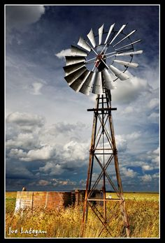 Windmill it uses the wind power to pump water from underground. Windmill Art, Old Windmills, Yard Windmill, Holland Windmills, Old Wagons, Land Of Enchantment, Country Scenes, Water Tower, Le Moulin