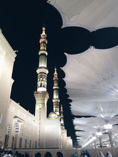 sempre — r-ukhs: Before Maghrib and after @ Masjid. Mecca Madinah, Mecca Masjid, Masjid Al Haram, Mecca Wallpaper, Islamic Wallpaper, Islamic Architecture, Historical Architecture, Beautiful Mosques, Beautiful Places