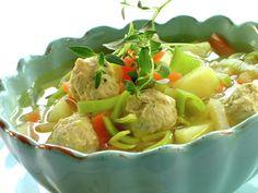 Grønnsaksuppe med fine kyllingboller Thai Red Curry, Potato Salad, Seafood, Potatoes, Egg, Ethnic Recipes, Soups, Drink, Sea Food