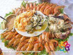 RECORRIENDO MICHOACÁN. Si piensa visitar la playa La Llorona, no se preocupe por la comida. Aquí encontrará restaurantes de mariscos y pescados para degustar las más ricas recetas elaboradas por los lugareños. También puede acampar, rentar una palapa u hospedarse en San Juan del Alma, un pequeño pueblo que se encuentra muy cerca en donde podrá encontrar varios hoteles. Le invitamos a recorrer Michoacán. HOTEL LA CASITA http://www.hotellacasita.com.mx/