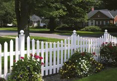 easy installing vinyl fencing wholesale  ,nice and cheap  vinyl fencing ideas #pvc #white #fence