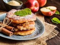 Low Carb Cinnamon Apple Pancakes made with coconut flour and applesauce make a delicious, Paleo friendly pancake that you will love. Healthy Meals For Two, Healthy Dessert Recipes, Low Carb Recipes, Healthy Chef, Chef Recipes, Slender Kitchen, Unsweetened Applesauce, Protein Pancakes, Protein Snacks