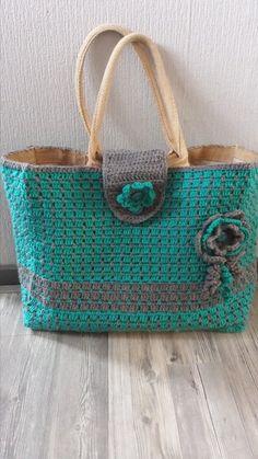Crochet Handbags Crochet Handbag: FREE crochet chart/Pattern, Use translate Crochet Shell Stitch, Crochet Tote, Crochet Handbags, Crochet Purses, Knit Or Crochet, Crochet Stitches, Crochet Chart, Purse Patterns, Knitted Bags