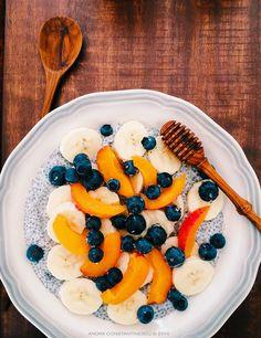 Mic dejun cu seminte de chia si fructe de vara. Cum se face budinca de chia. Budinca de chia - reteta si modalitati de preparare. Budinca de chia cu lapte.