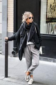 comfortable+grey+pants+with+oversizes+scarf+and+cape+fall+outfit