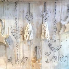 1 million+ Stunning Free Images to Use Anywhere Wire Hanger Crafts, Wire Crafts, Diy And Crafts, Arts And Crafts, Paper Crafts, Curtain Tie Backs Diy, Copper Wire Art, Wire Ornaments, Hand Art