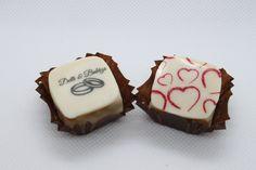 Egyedi bonbon. Rendelésre készült esküvői köszönőajándék. Sugar, Cookies, Desserts, Food, Crack Crackers, Tailgate Desserts, Deserts, Biscuits, Essen