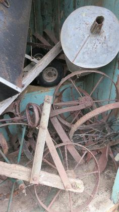 rust and stuff for spring ideas Rust In Peace, Turquoise Accents, Garden Tools, Garden Ideas, Wheelbarrow, Decay, Spring, Spaces, Gold