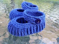 Papuqe Me Grep Per Beba,Pune Dore Me Gre - maallure Baby Booties Knitting Pattern, Knit Baby Booties, Knitted Baby Clothes, Crochet Baby Shoes, Mittens Pattern, Crochet Slippers, Baby Knitting Patterns, Hand Knitting, Knit Crochet