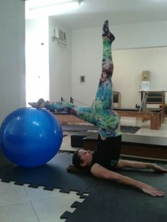 Alongamento com a bola #pilates #amopilatear #pilateslovers