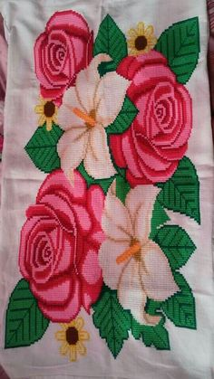 Cross Stitch Rose, Cross Stitch Flowers, Bead Loom Patterns, Cross Stitch Patterns, Queen Bed Quilts, Create A Board, Quilt Bedding, Christmas Cross, Loom Beading