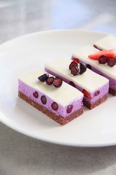 RAW Berry Slice // Free from refined sugar, grains, dairy and eggs. This beautiful recipe is from the Raw Desserts App for apple and android // www.rawdessertsapp.com