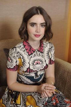 Nice hair - Lily Collins promoting Love Rosie in Japan Lilly Collins Short Hair, Lily Collins Style, Lily Collins Haircut, Lily Collins Bob, Pictures Of Lily, Woman Crush, Girl Crushes, Pretty People, Hair Inspiration