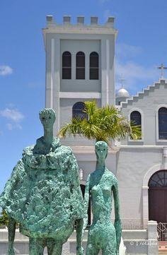The Lovers. Escultura en bronce por Lindsay Daen ubicada en la plaza del pueblo de Isabela |Puerto Rico