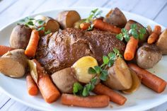 Vegan Slow Cooker Brisket - Vegan slow cooker brisket roast using vital wheat gluten and jackfruit slow cooked in a red wine broth with savory root vegetables. Slow Cooker Brisket, Vegan Slow Cooker, Seitan Recipes, Roast Recipes, Vegan Roast, Sliced Turkey, Going Vegetarian