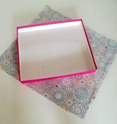 Comment réaliser une boîte de rangement en tissu? – Mon Totem Dyi, Frame, Instagram Twitter, Projects, Crafts, Design, Construction, Fabric Covered Boxes, Organizers