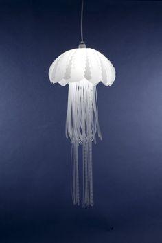 cette lampe est magique. je me demande juste si elle serait belle dans une pièce non bleue marine. {Translation: aw hell yes a jellyfish lamp.}