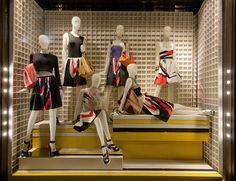 Стеклянная витрина бутика Prada в Лондоне