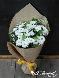 Delightful Daisies in white by Le Bouquet