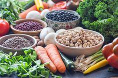 Cómo ahorrar en la compra  Puedes ahorrar mucho en la compra diaria si eliges sabiamente y comiendo sano y vegano, por supuesto ;)  Virginia García (CreatiVegan) para Cuerpo Mente