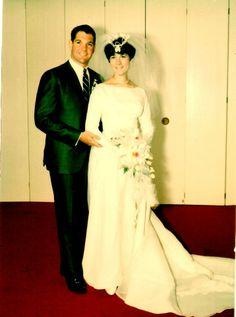 David and Sherrie Weitzenhof - (Wedding Vintage Wedding Photos, Vintage Weddings, Vintage Bridal, Wedding Pictures, Vintage Photos, 1960s Wedding Dresses, Bridal Dresses, Beautiful Wedding Gowns, Beautiful Bride